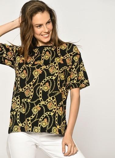 Loves You Zincir Baskılı T-Shirt Siyah